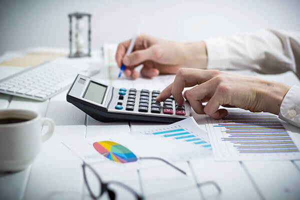 Zaupajte zanesljivemu partnerju z več kot 25 letnimi izkušnjami. Računovodsko svetovanje - za dobre poslovne rezultate potrebujete urejeno računovodstvo, prave davčne nasvete in izobražen kader. Online osebno svetovanje